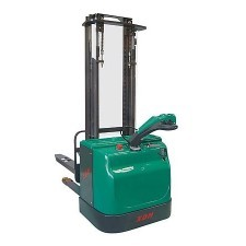 Electric stacker for heavy loads